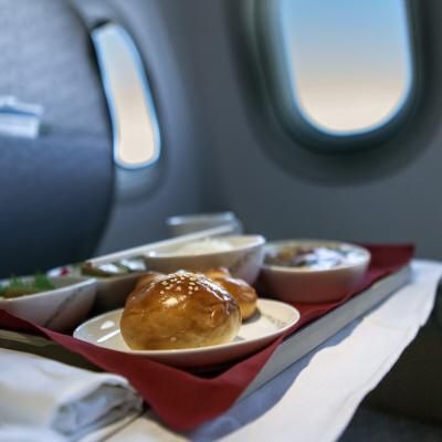 må man tage mad med i flyet